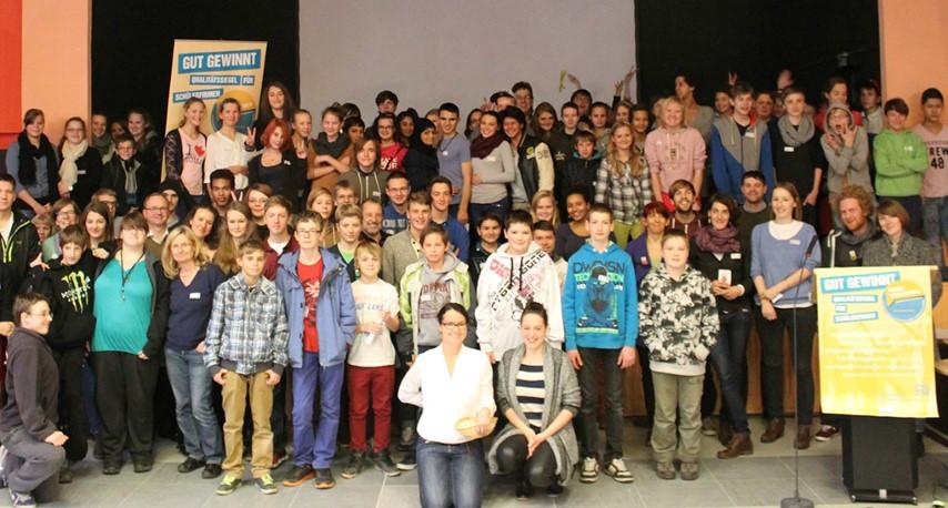 Gruppenfoto des Fortbildungstags für Berliner Schülerfirmen der DJKS (Quelle: DKJS / PR)